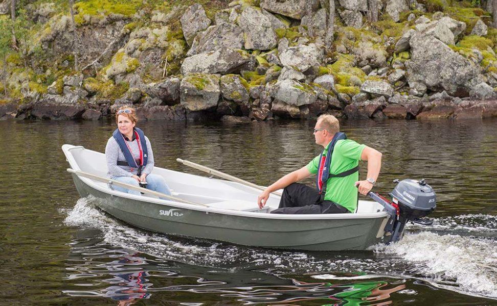Suvi 42 Kelo on kölillinen savolaismallinen soutuvene mökki- ja kalastuskäyttöön