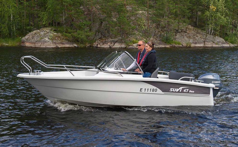 Suvi 57 Duo: mökki- ja yhteysvene suurella avotilalla