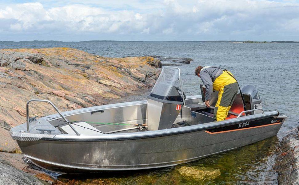 Buster M1 pienen veneen edut tilavassa paketissa