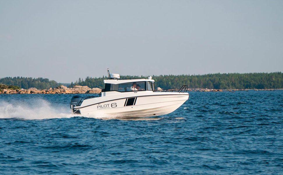 Monikäyttöinen retki- ja kalastuvenen Finnmaster Pilot 6 vuosimalli 2021