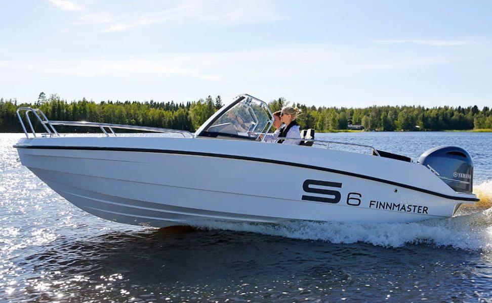 Urheilullinen ja innovatiivinen lasikuituinen pulpettivene Finnmaster S6